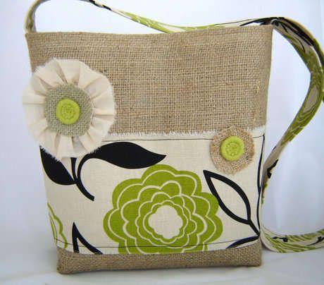 Escolha um tecido bem bonito para fazer uma bolsa exclusiva