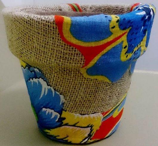 Você pode customizar um vaso com chita e juta