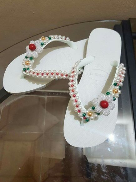 chinelo branco decorado