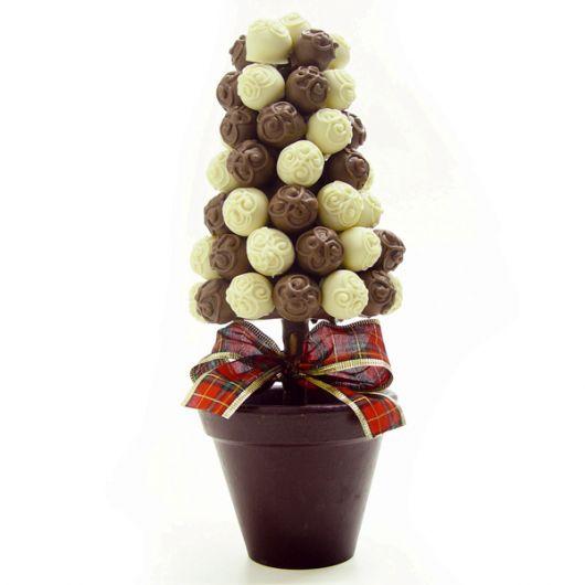 Você também pode fazer um vasinho para por a árvore de natal de bombom