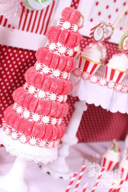 Opção bem linda de árvore de Natal comestível de jujubas vermelhas