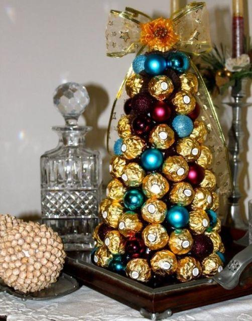 Componha a árvore de natal com ferrero rocher e outros bombons