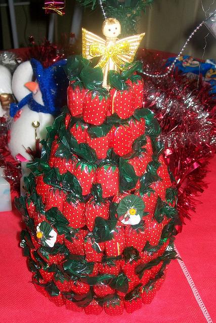 As balas de morango têm embalagem vermelha e verde, assim combina com o estilo natalino