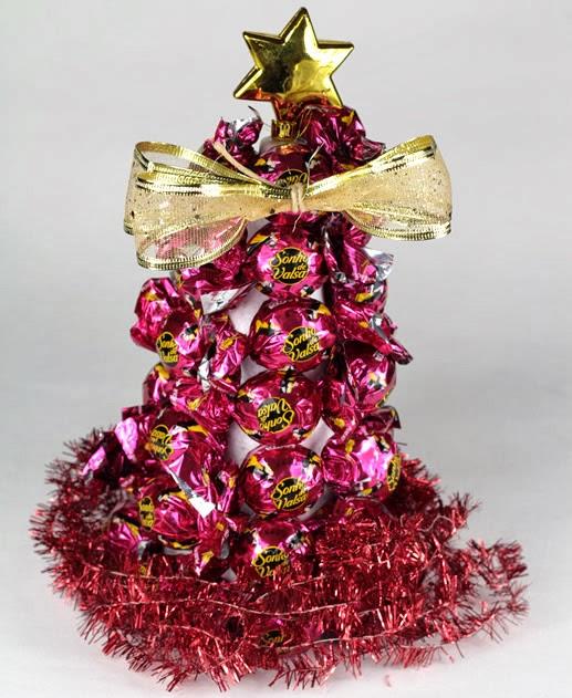 Decore a árvore de natal de sonho de valsa com um laço