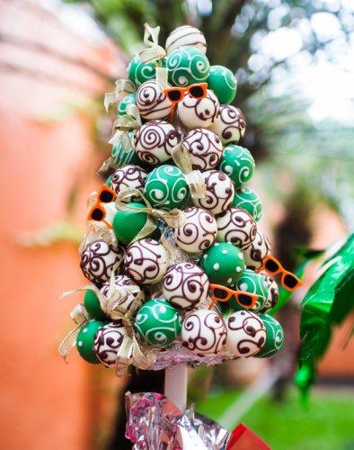 Trufas coloridas para fazer uma árvore de natal comestivel