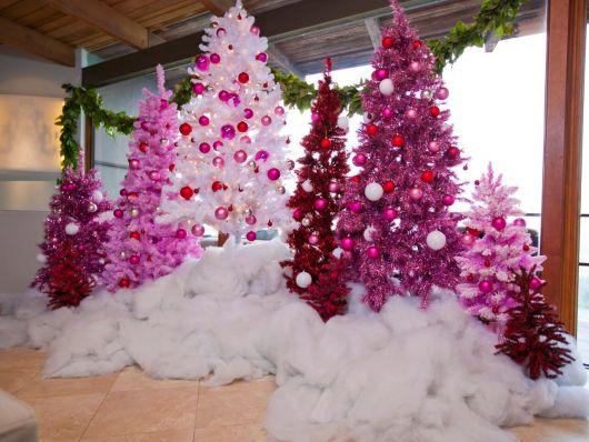 Árvore de Natal Rosa – 60 Ideias Apaixonantes & Dicas para Decorar!