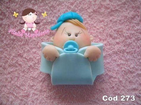 Bebê de biscuit para menino na fralda