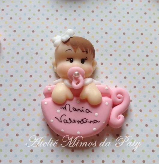 Bebê de biscuit para menina na xícara