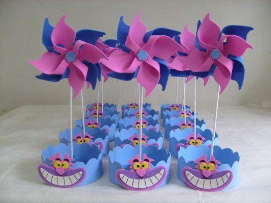 Catavento rosa e azul para festa Alice no País das Maravilhas