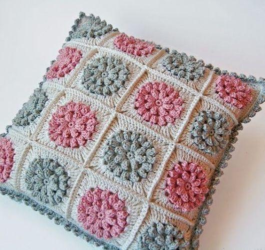 Como fazer almofadas: Com flores de crochê