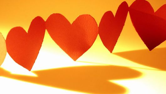 Como fazer coração de papel grudado vermelho