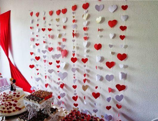 Como fazer coração de papel: cortina vermelha e branca