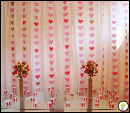 Como fazer coração de papel: cortina vermelha e rosa