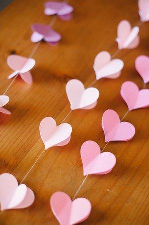Como fazer coração de papel: cortina rosa