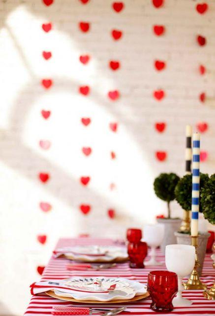 Coração de papel em cortina