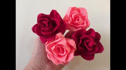 Como fazer flor de papel crepom rosa claro