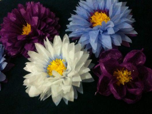 Como fazer flor de papel seda azul