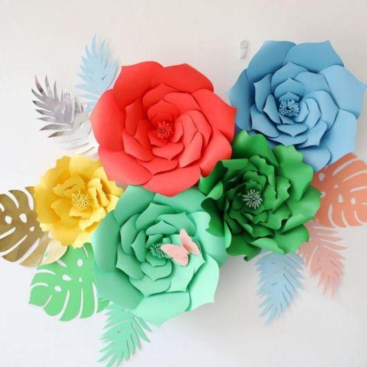 Como fazer flor de papel cartão verde