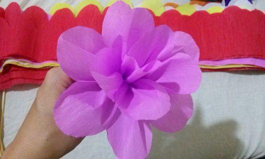 Como fazer flor de papel crepom lilás