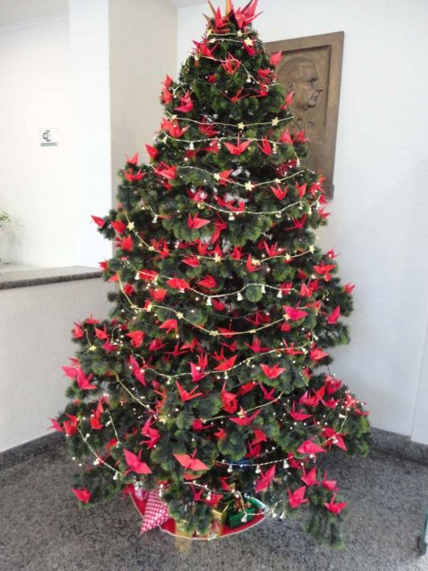 Decoração de árvore de Natal com tsuru