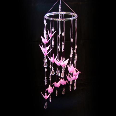 Móbile com tsuru rosa