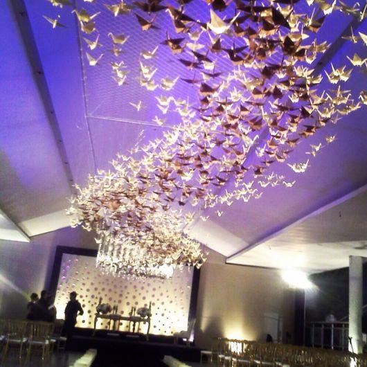 Decoração de casamento com tsuru no teto