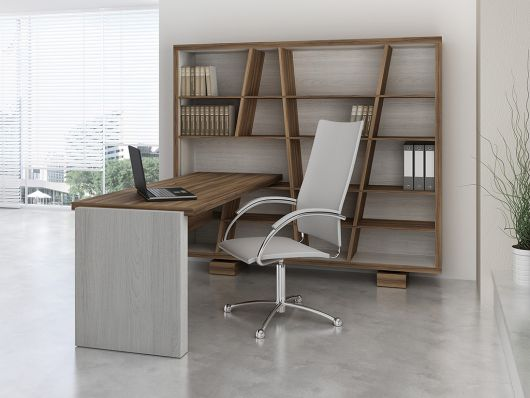 Outra ideia de escritório decorado com mesa + estante