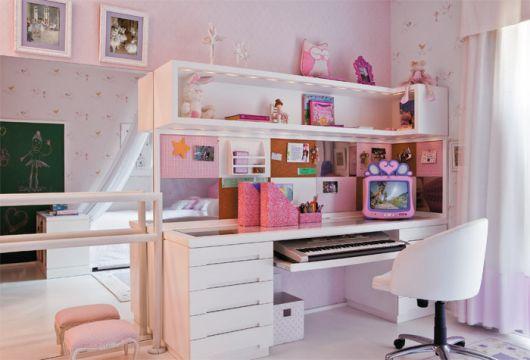 Escrivaninha grande com estante para decorar o quarto