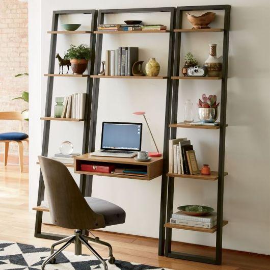Modelo de estante-escada com prateleiras para home office
