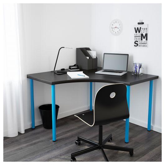 Versão moderna de escrivaninha preta com detalhes em azul claro