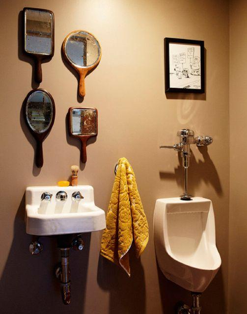 lavabo retrô com espelhos diferentes