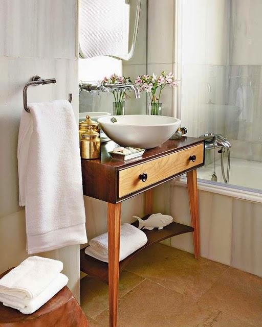 lavabo retrô com mesa de madeira clean