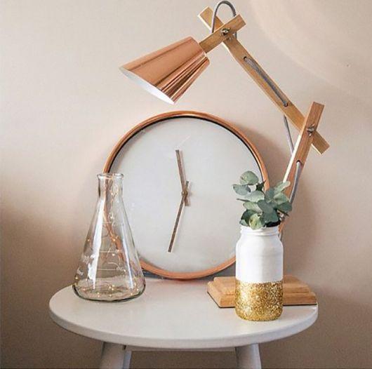 Design diferente de luminária rose gold para quarto