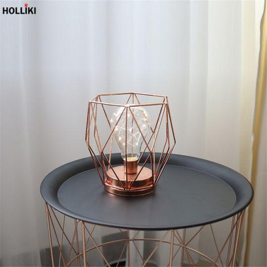 Luminária minimalista de mesa rose gold para incrementar a decoração
