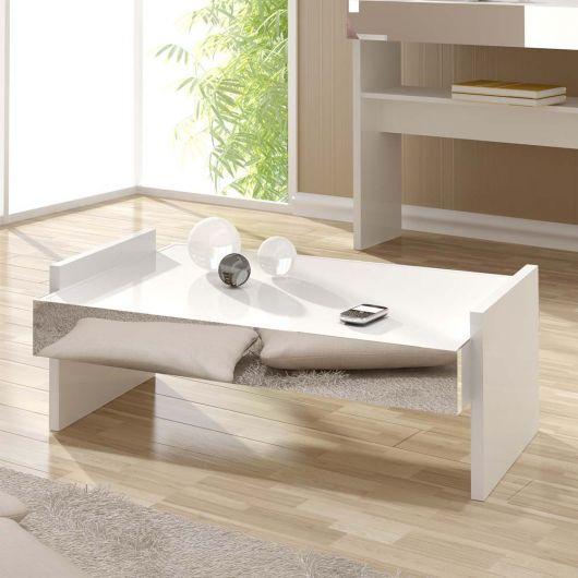 Branco fica ótimo com detalhes rústicos, como o piso de taco