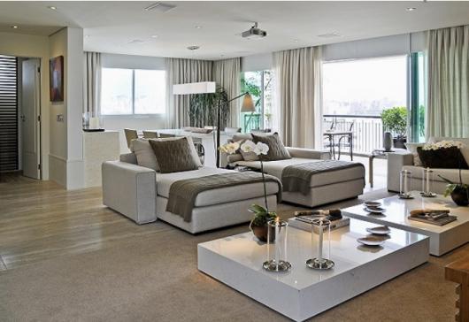 Mesa grande perfeita para a decoração
