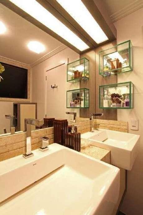 Banheiros modernos combinam com nichos de vidro
