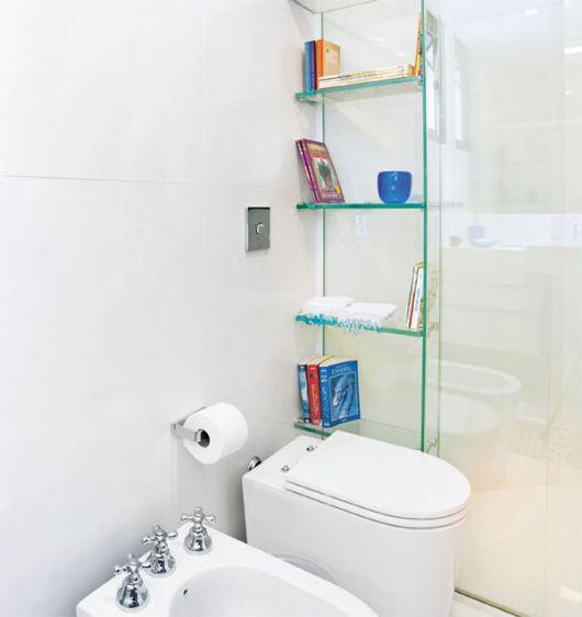 Que tal então a decoração de banheiro clean com nicho de vidro?