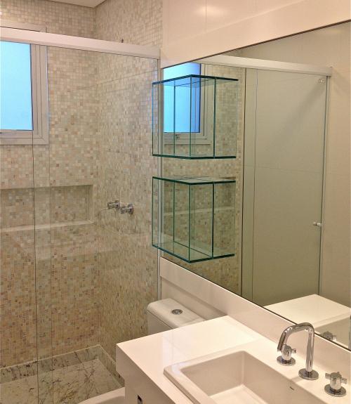 Dica de dois nichos quadrados de vidro para banheiro