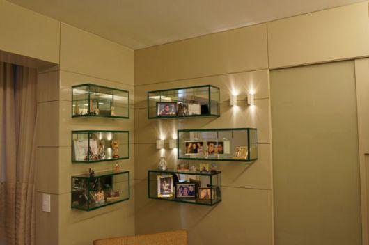Nichos de vidro para decorar o canto de sua sala