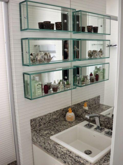 Outra sugestão de local para você por o nicho de vidro