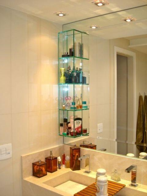 Componha o banheiro ou lavabo com nicho de vidro
