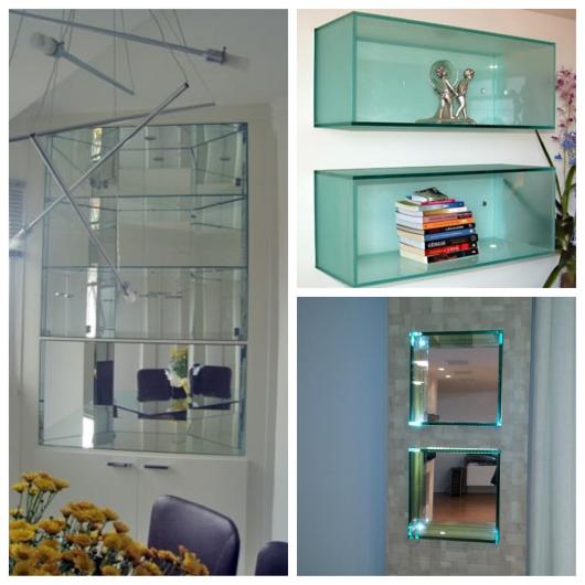 Componha uma sala moderna com nichos de vidro