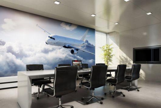 Um avião e todo o horizonte na sala de reuniões