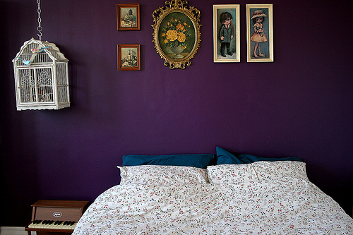 dicas de parede roxa em quartos