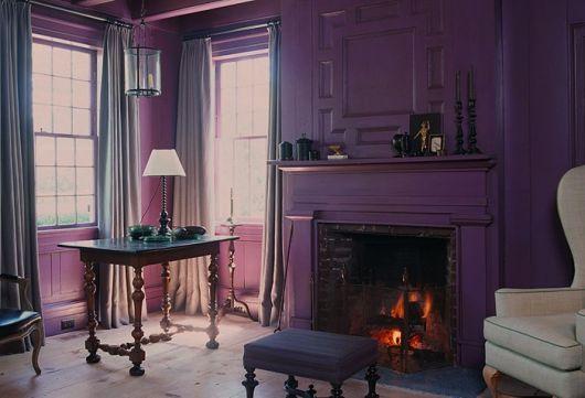 parede roxa em sala de estar classica