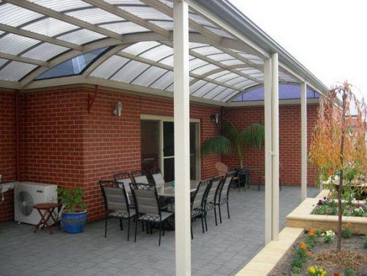 Em modelo côncavo para trazer mais charme ao espaço da varanda