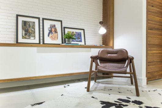 Prateleiras de madeira são versáteis e elegantes