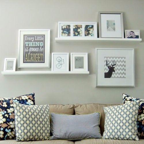 Prateleiras para quadros ajuda a formular decoração clássica na sala