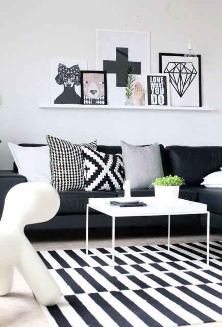Ideia de decoração com quadros e almpfadas geométricas